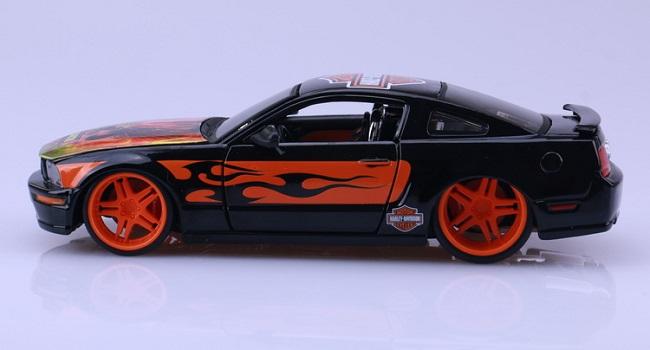 โมเดลรถ รถเหล็ก โมเดลรถเหล็ก โมเดลรถยนต์ Ford 2006 Mustang 3