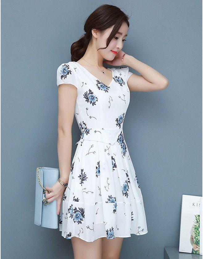 Dress3827 งานนำเข้าสไตล์เกาหลี ชุดเดรสทรงสวยซิปหลังเอวเข้ารูปกระโปรงบานมีผ้าผูกเอว มีซับในทั้งชุด ผ้าชีฟองเกรดเอเนื้อดีมีน้ำหนักทิ้งตัวสวยพริ้วลายดอกไม้พื้นสีขาว งานสวยหรูตัดเย็บอย่างดีแพทเทิร์นเป๊ะใส่ออกงานได้เลยจ้า