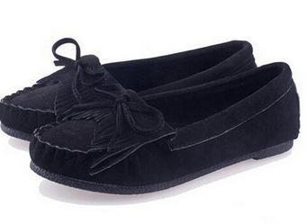 รองเท้าผู้หญิงหุ้มส้น ส้นแบน สำหรับใส่ทำงาน หรือ ใส่เที่ยว ตกแต่งเชือกผูกเป็นโบว์ด้านหน้า สีพื้น เย็บจับจีบ พื้นยาง สีดำ 971648_5