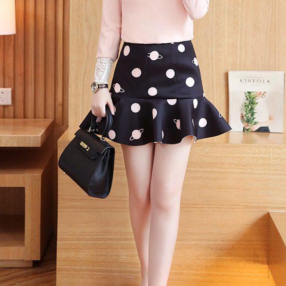 Skirt317 (ไซส์ใหญ่เอว 34 นิ้ว) กระโปรงชายระบายซิปหลังสีดำลายจุดใหญ่ ผ้าเนื้อหนาเรียบสวยมีน้ำหนักไม่ยับง่าย งานน่ารักผ้าเนื้อดี แมทช์กับเสื้อได้หลายแบบ