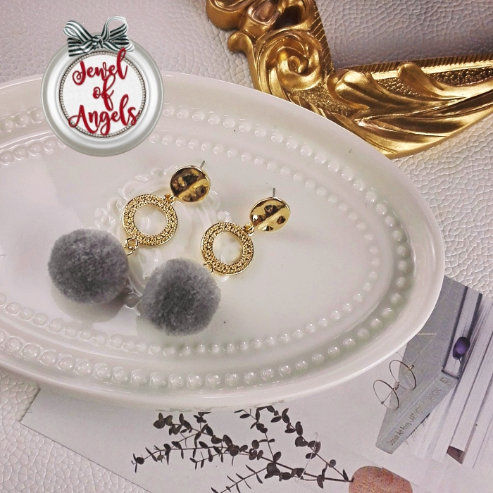 ต่างหู,ตุ้มหูแฟชั่นสไตล์เกาหลีห่วงกลมสีทองแต่งปอมปอมสีเทา