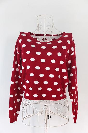 เสื้อไหมพรมสีแดงลายจุด