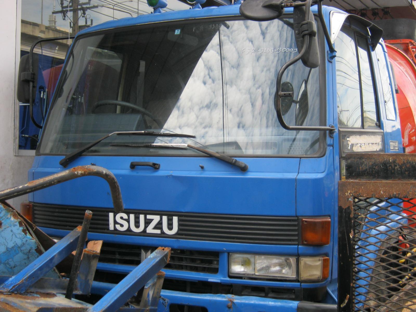 รถโม่ผสมปูนคอนกรีตมือสอง ISUZU mixer truck