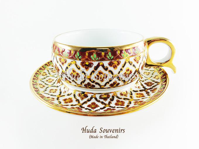 ของที่ระลึก แก้วกาแฟเบญจรงค์ หูกรรไกร ลวดลายดอกพิกุล โทนสีขาว ลายเนื้อนูนเคลือบผิวเงา สินค้าพร้อมส่ง (ราคาไม่รวมกล่อง)