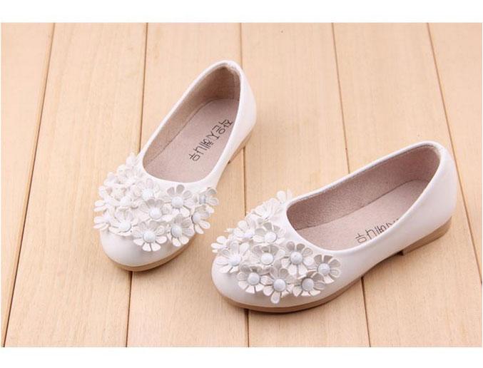 รองเท้าคัชชูเด็กหญิง สีขาว ตกแต่งพุ่มดอกไม้ Size 21-36 (เท้ายาว 13-20.5 ซม.)