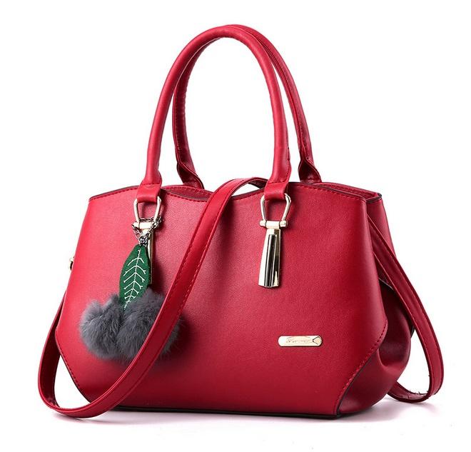 [ Pre-Order ] - กระเป๋าแฟชั่น ถือ/สะพาย สีแดงเข้ม ใบกลางๆ ทรงโค้งเก๋ๆ ดีไซน์สวยเรียบหรู ดูดี งานหนังน้ำหนักเบา ช่องใส่ของเยอะ