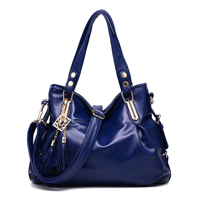 [ ลดราคา ] - กระเป๋าแฟชั่นสะพายไหล่ นำเข้าสไตล์เกาหลี สีน้ำเงินเข้ม โดดเด่นสุดๆ ดีไซน์เรียบหรู แบบสวยเก๋ ห้อยพู่ด้านหน้าเก๋ๆ ไม่ซ้ำแบบใคร งานหนังคุณภาพอย่างดี