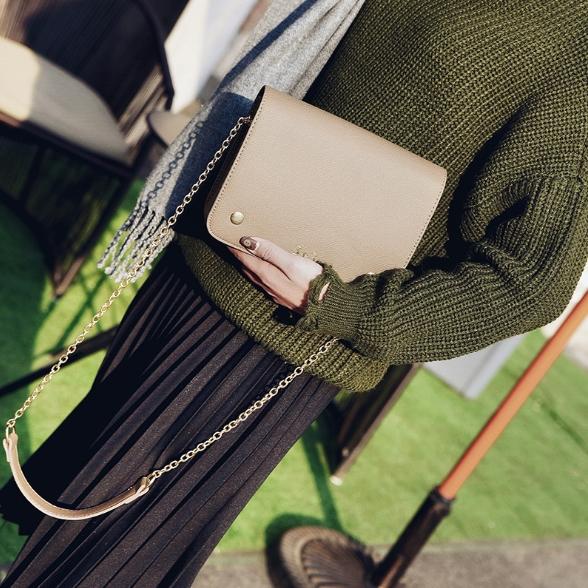 [ พร้อมส่ง ] - กระเป๋าถือ/สะพาย สีเทาอมน้ำตาล ขนาดกระทัดรัด ทรงสี่เหลี่ยม ดีไซน์สวยเรียบหรู ดูดี งานหนังคุณภาพดี ช่องใส่ของเยอะมาก