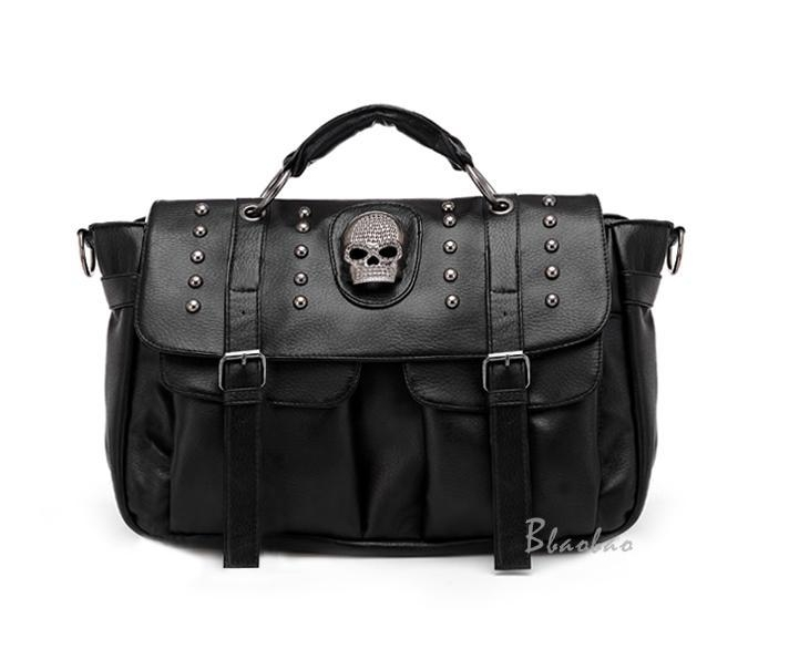 [ Pre-Order ] - กระเป๋าแฟชั่น นำเข้าสไตล์เกาหลี สีดำ แต่งหัวกระโหลกด้านหน้า มีกระเป๋าเล็ก 2 ข้างมีสายยาวเท่ห์มากๆค่ะ