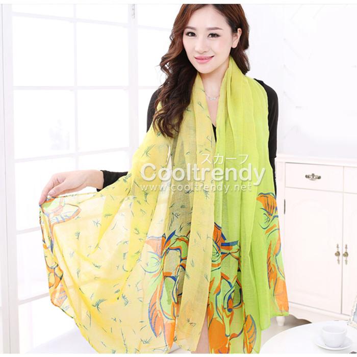 ผ้าพันคอลายดอกคาเนชั่น Carnation : สีเขียวเหลือง ผ้า Viscose size 180x90 cm