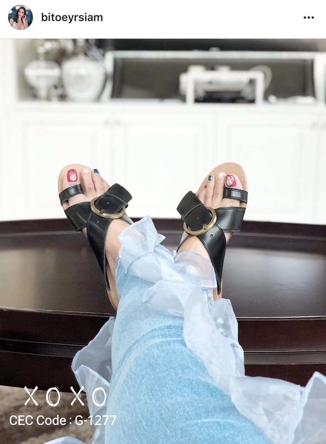 รองเท้าแตะสายหนังแต่งเข็มขัดเท่มากค่ะ