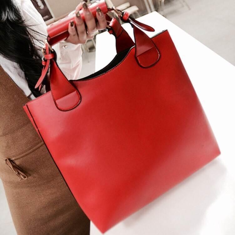 กระเป๋าสะพายหนังเนื้อแมททรง simply เน้นความเรียบง่ายแต่มีสไตล์ ดีไซน์เก๋