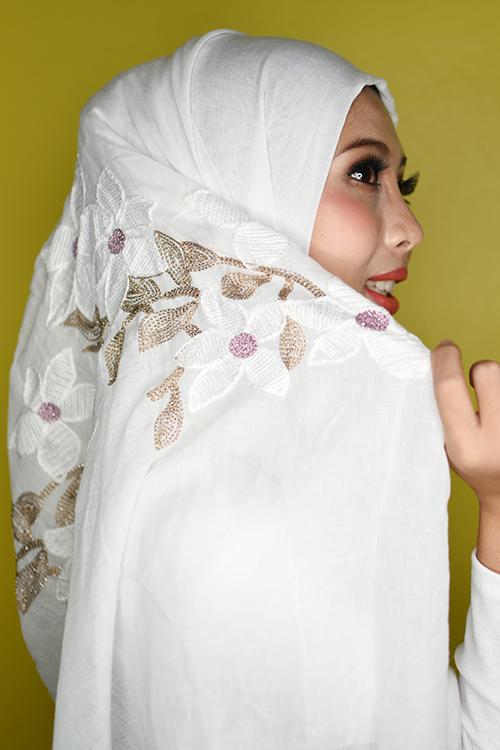 ผ้าคลุม อิสลาม วิสคอส viscose ปักลาย ดอกไม้ พื้นขาว HJ09002