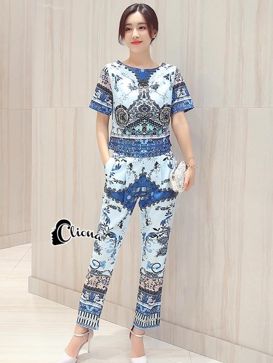 เสื้อผ้าเกาหลี พร้อมส่งVers@ce Line Printing Top + Pant Set