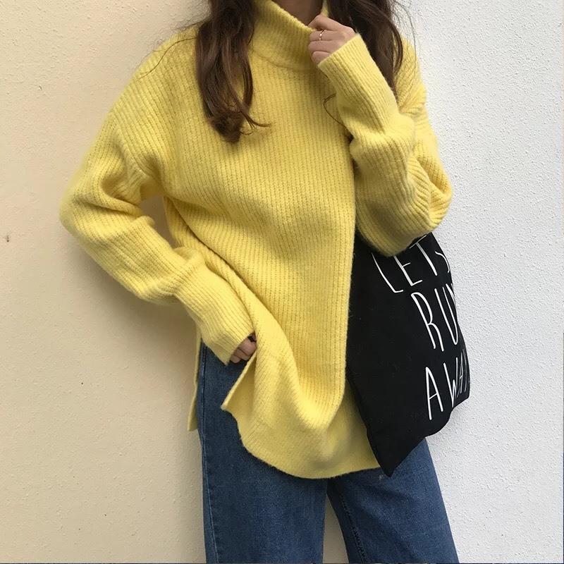เสื้อผ้าเกาหลีพร้อมส่ง เสื้อไหมพรมคอตั้งสูงแขนยาวทรงoversizeสีพื้น