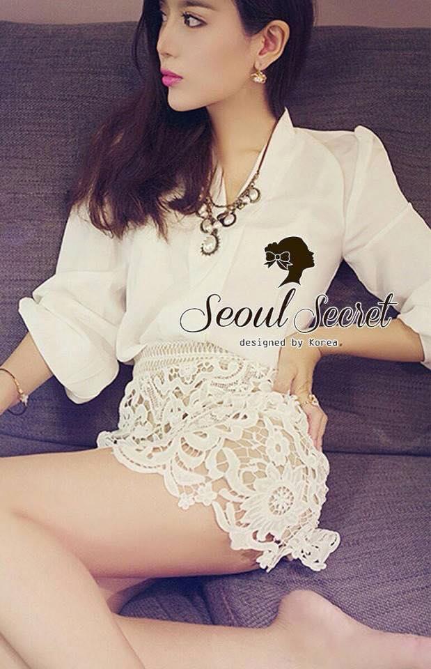 เสื้อผ้าเกาหลี พร้อมส่ง เชิ้ตแขนยาว มาพร้อมกับกระโปรงลูกไม้ ถักทอเป็นลายดอกไม้