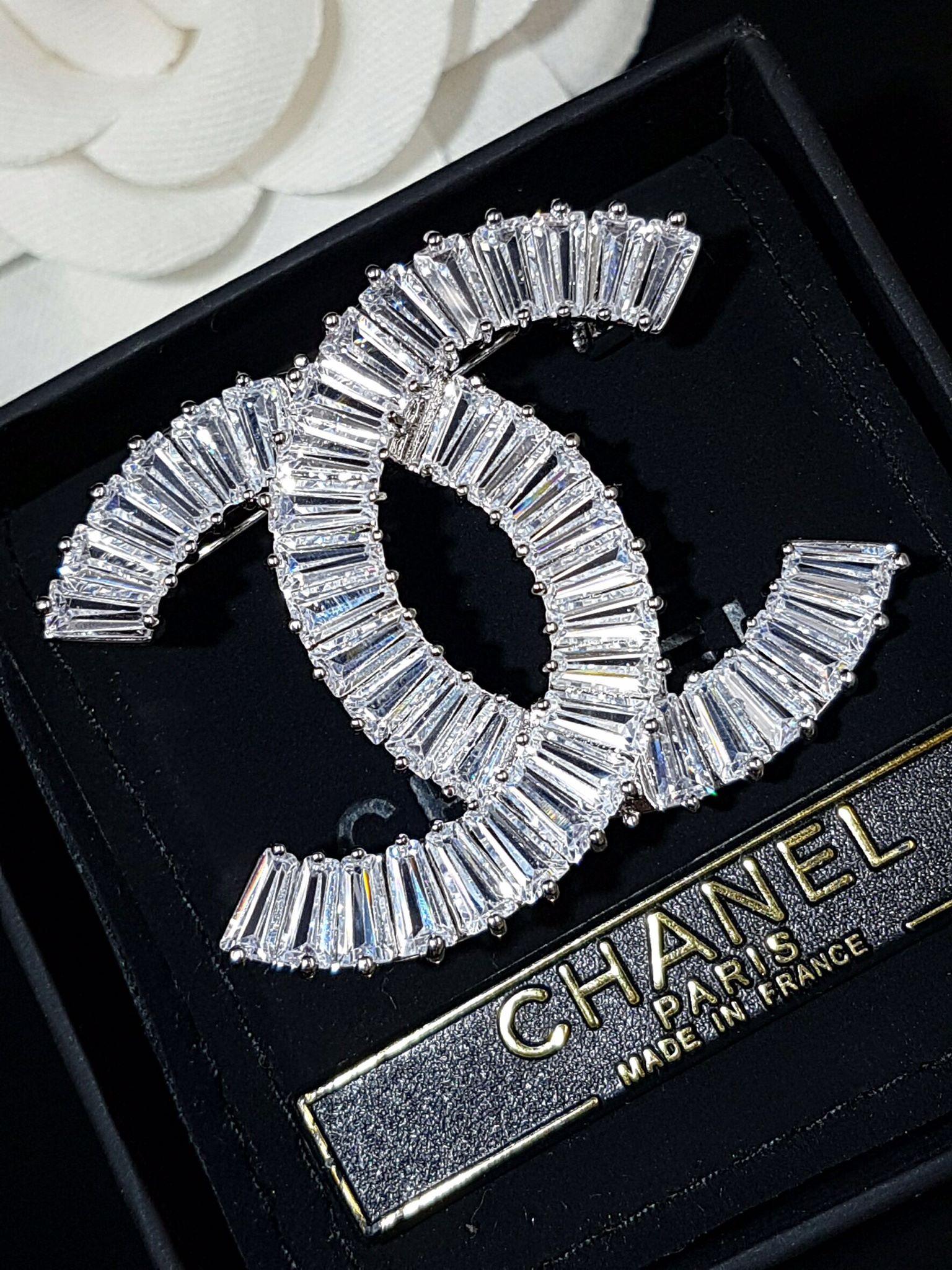 พร้อมส่ง Diamond chanel brooch เข็มกลัด/จี้ ชาแนล