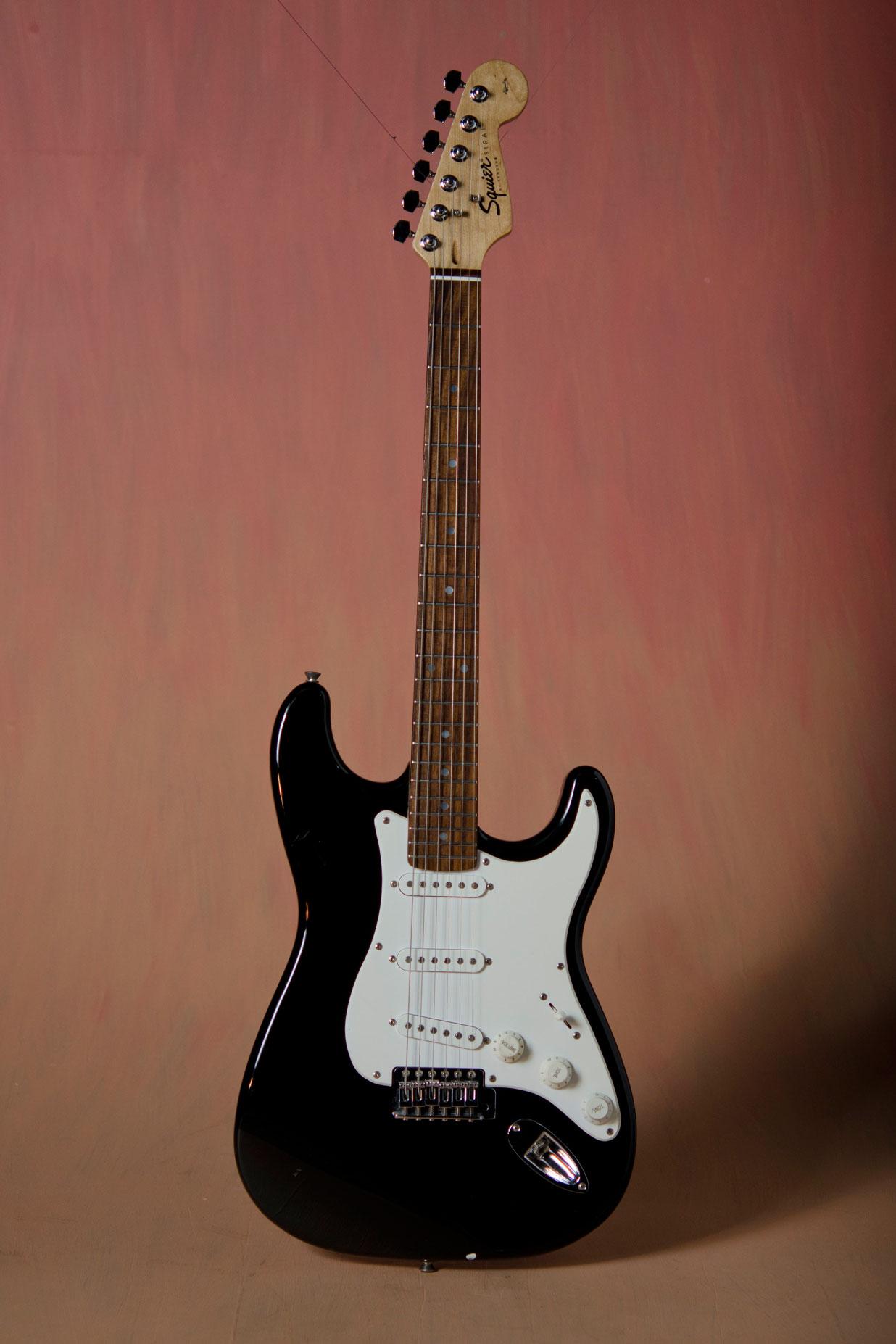 Squier by Fender กีต้าร์ไฟฟ้ามือสอง