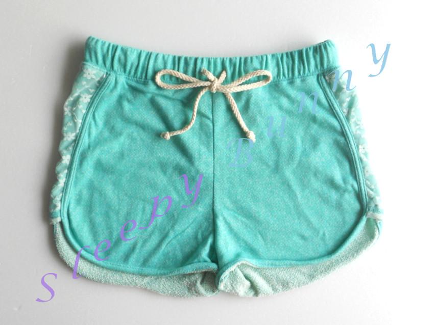 คุณ Morika (fb) CF ค่ะ bx30 กางเกงขาสั้นสีเขียวแต่งขอบลูกไม้ Size S