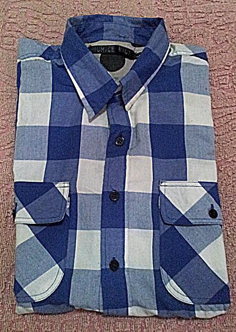 เสื้อเชิ๊ตลายสก๊อตสีน้ำเงิน ราคา 150 บาท