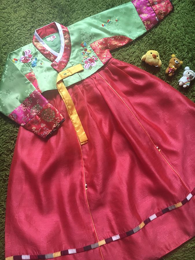 Hanbok Girl ฮันบกผ้าไหมสีสดใส สำหรับเด็ก 7 ขวบ