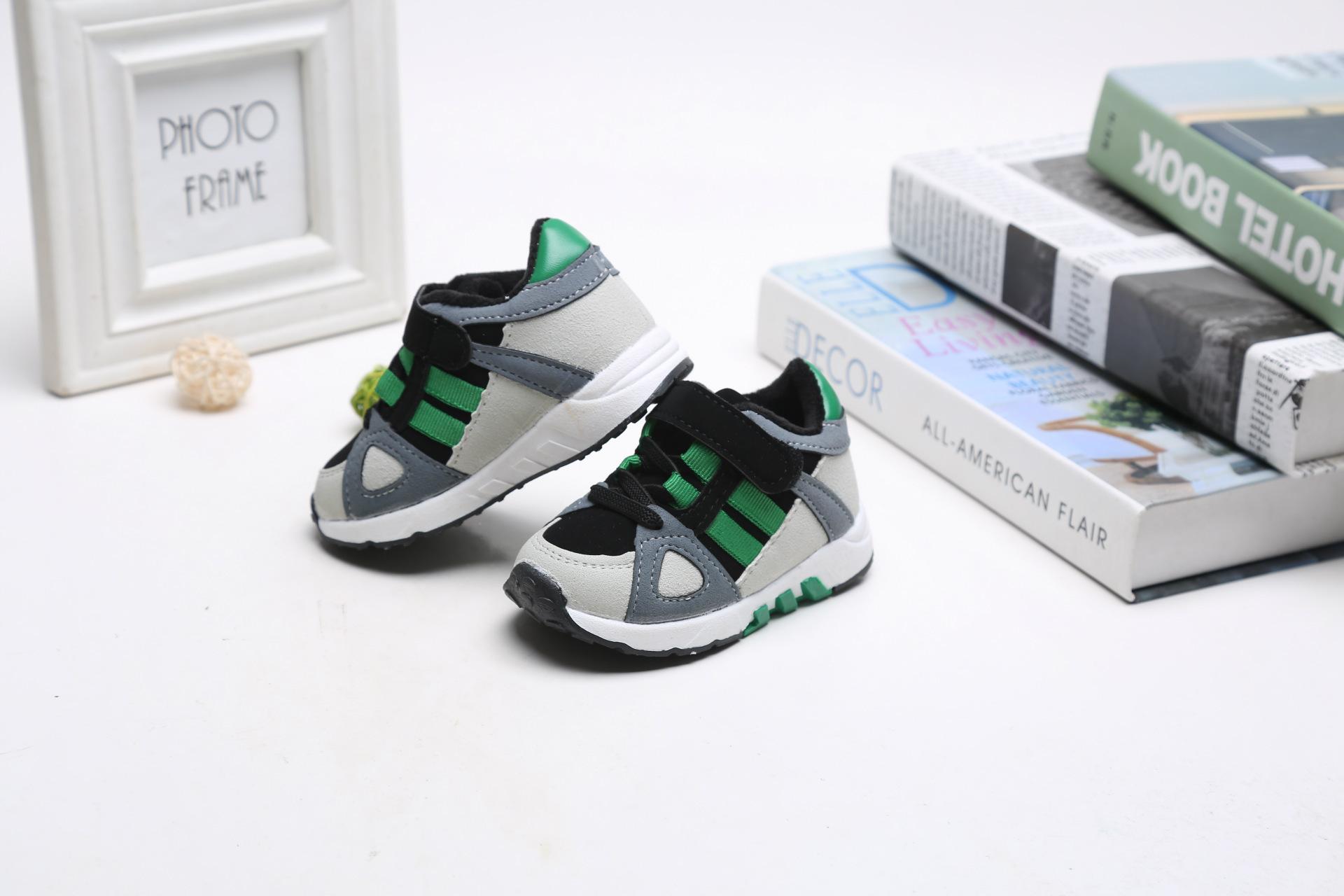 รองเท้าคัชชูเด็กเล็ก Sport สลับสีเขียวขาวดำ (เท้ายาว 12-14 ซม.)