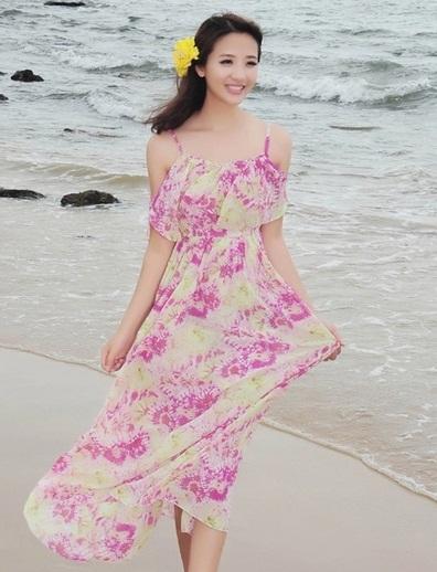 ชุดเที่ยวทะเลสวยๆ สีม่วงพิมพ์ลายเก๋ๆ สายเดี่ยวปรับสายได้ เปิดไหล่ แต่งระบายหน้าอก เอวยืด กระโปรงบานฟรีไซส์ ผ้าชีฟอง ซับใน