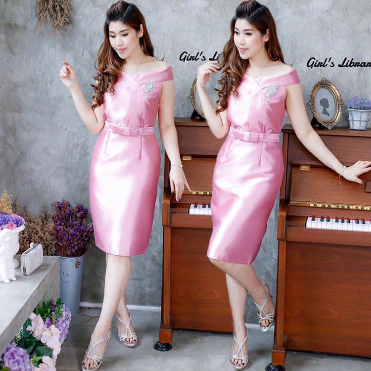 ชุดไปงานแต่งงาน/ชุดออกงานสีชมพู เดรสสวยหรู ผ้าไหม ทรงเปิดไหล่ เข้ารูป น่ารัก