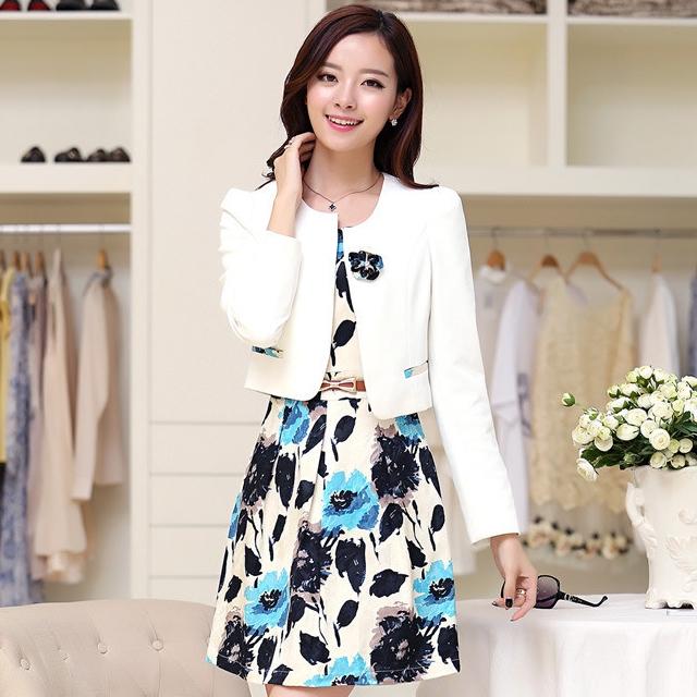 ชุดเดรสทำงานเกาหลี เดรสสั้นพิมพืลายดอกไม้สีแดงดำ มาคู่กับเสื้อสูทตัวสั้นสีขาว เนื้อผ้าดี ทำให้คุณสาวๆ ดูสวยง่า ( M L XL XXL )