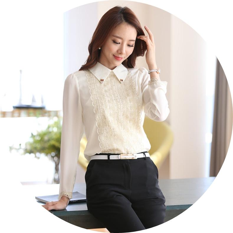เสื้อเชิ้ตทำงานสีขาว ผ้าชีฟอง คอปกแต่งคริสตรัสน่ารักๆ ด้านล่างประดับด้วยลูกไม้สวยหรู แขนยาว ทรงปล่อยสวมใส่สบาย