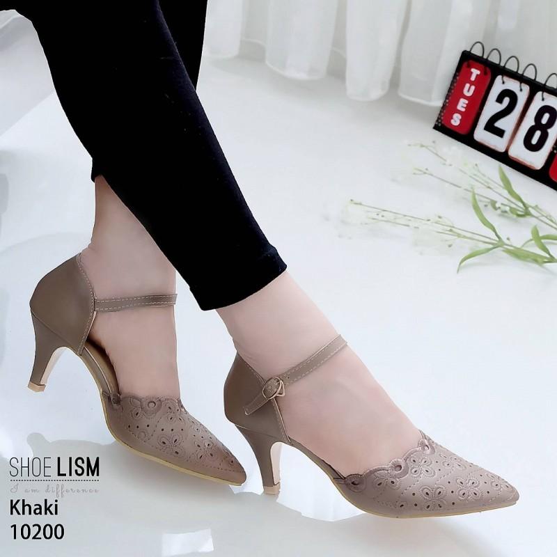 รองเท้าคัทชู ส้นเตี้ย รัดส้น หนังนิ่มฉลุลาย ใส่สบาย หนัง pu รุ่นนี้เกรดเอ นิ่มยืดหยุ่นดีมาก ใส่แล้วเท้าเรียว ทรงสวย สูงประมาณ 2.5 นิ้ว ใส่สบาย แมทสวยได้ทุกชุด (10200)