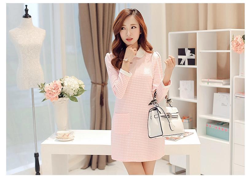 [พรีออเดอร์]ชุดเดรสผู้หญิงแฟชั่นเกาหลีใหม่ คอเสื้อตุ๊กตาแขนยาว ลายสก็อตสุดเก๋ เท่ห์ - [Preorder] New Korean Fashion Slim Doll Collar Plaid Long-sleeved Dress