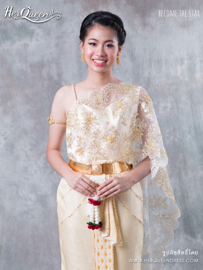 เช่าชุดไทย &#x2665 ชุดไทย สีครีมงาช้าง สไบเฉียงลูกไม้แซมทอง ซิ่นหน้านางปักแต่งสีทอง