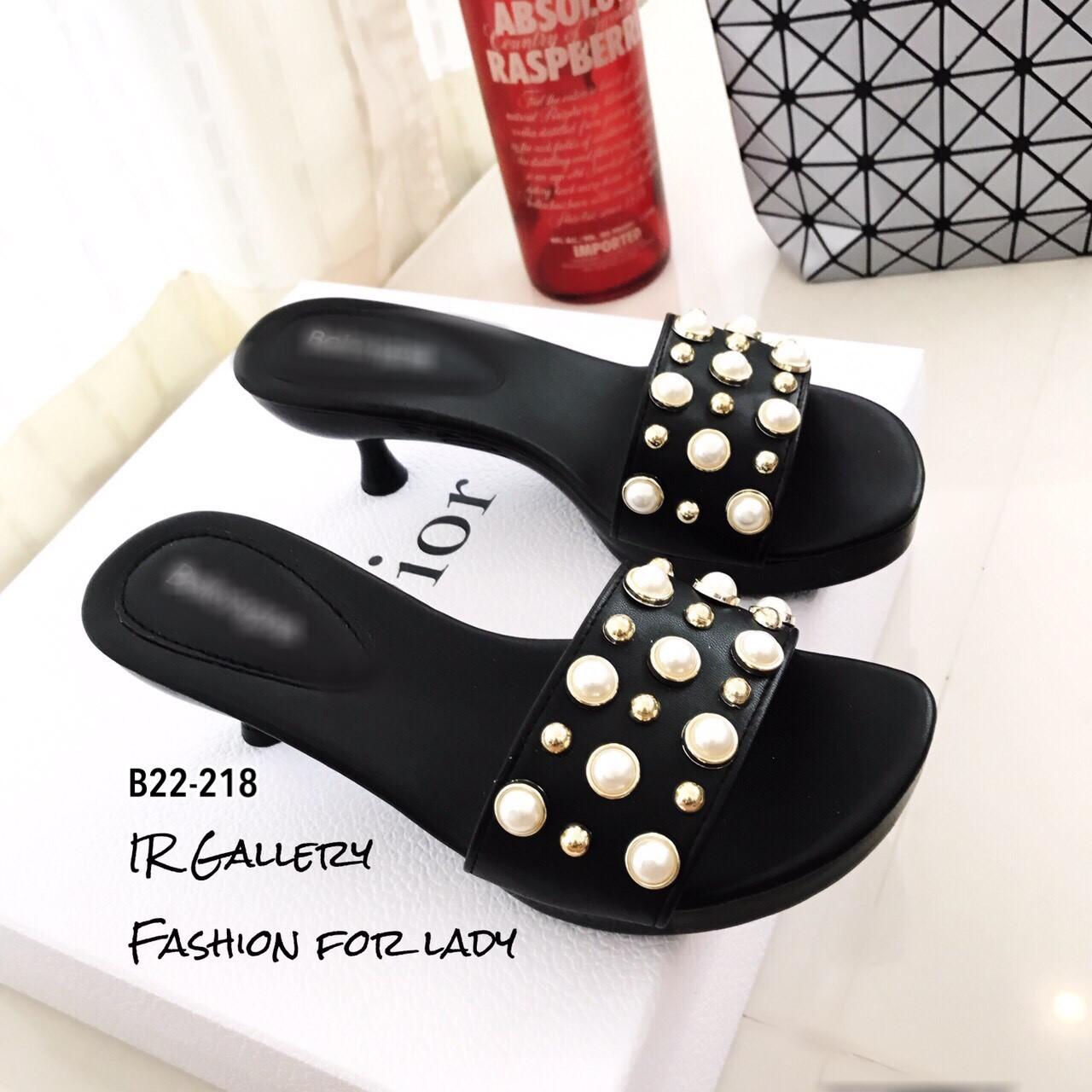 รองเท้าแตะสวมแต่งมุก (สีดำ)
