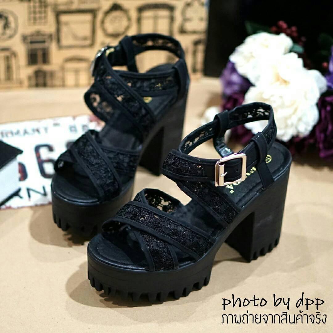 พร้อมส่ง : รองเท้าสไตล์เกาหลีลายลูกไม้ (สีดำ)