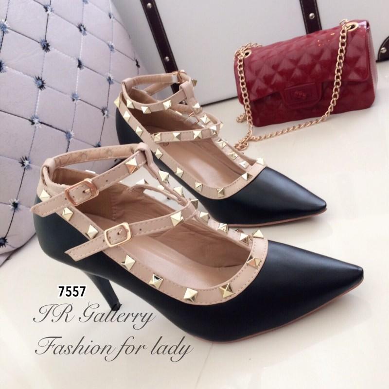 รองเท้าคัทชูหุ้มส้น Valentino Style (สีดำ)