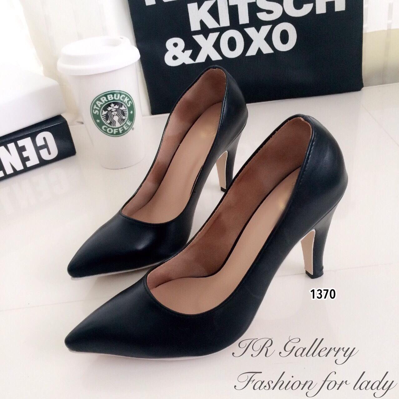 รองเท้าคัทชูสีดำเรียบ