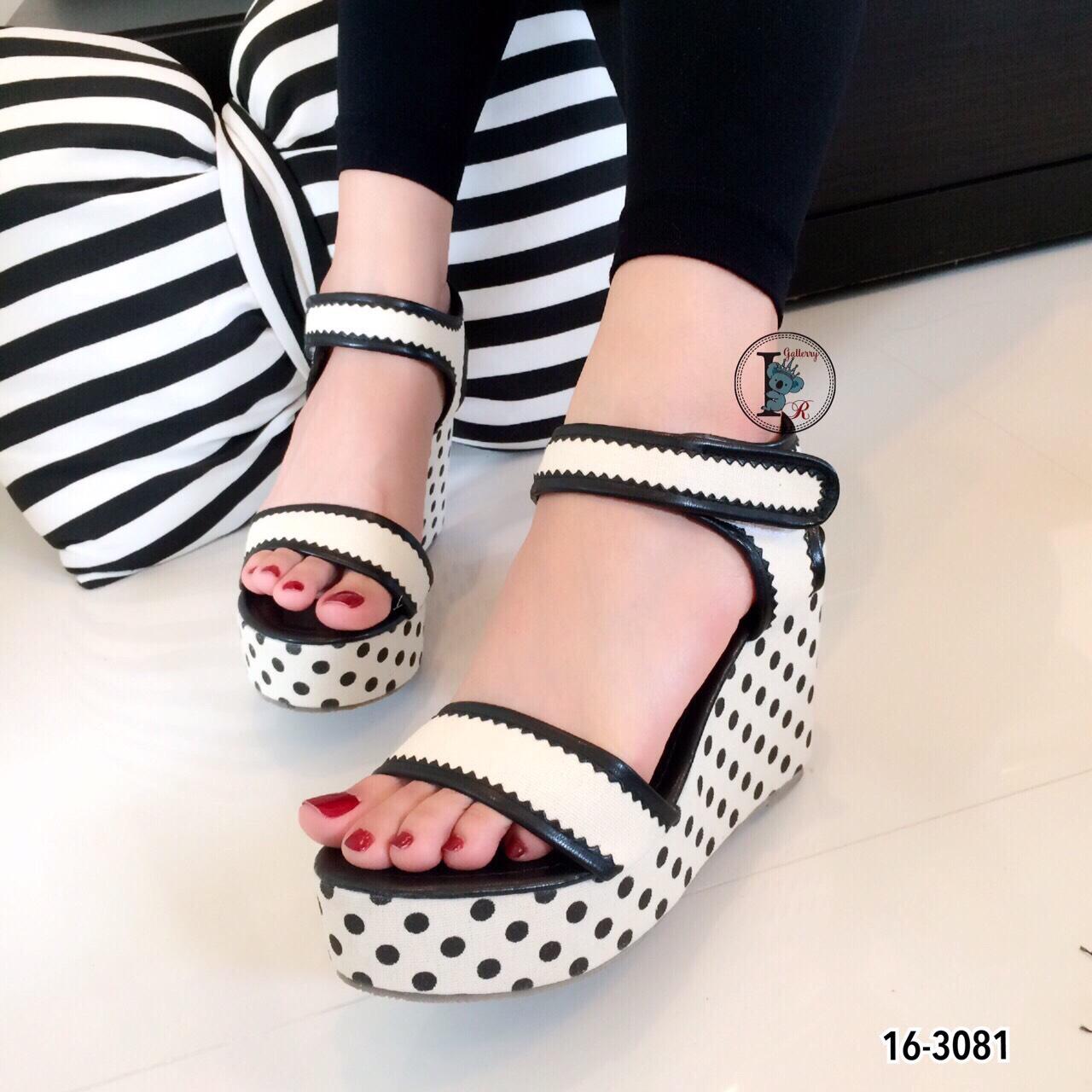 รองเท้าส้นเตารีดลาย Pokka Dot (สีครีม)