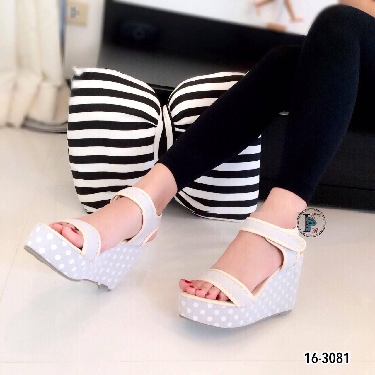 รองเท้าส้นเตารีดลาย Pokka Dot (สีเทา)