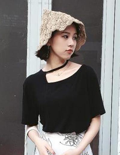 เสื้อยืดแฟชั่น แต่งเปิดไหล่ สุดแนวสไตล์เกาหลี-1597-สีดำ