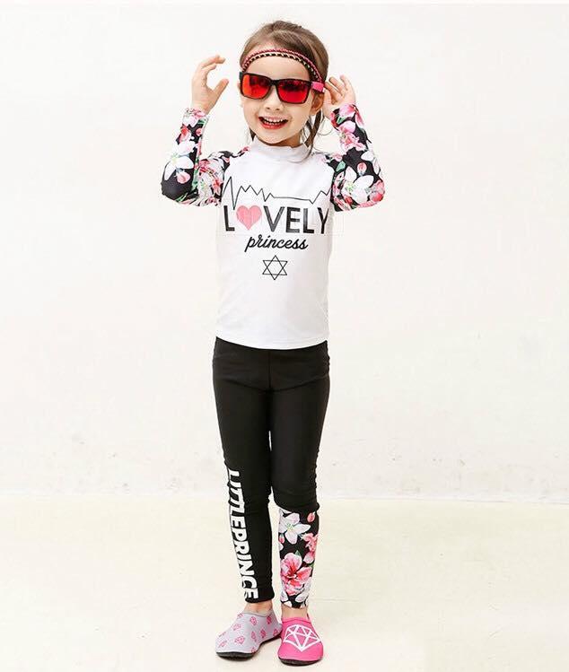 ชุดว่ายน้ำเด็ก : ชุดเซ็ตเสื้อแขนยาวลายดอก ขาว+กางเกงขายาว เด็ก