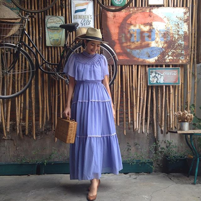 vintage dress : แม็กซี่เดรสสีม่วงลาเวนเดอร์แต่งระบาย แซมด้วยลูกไม้เป็นช่วงๆ แพทเทิร์นเข้ารูป ผ้าชีฟองเนื้อดีพร้อมซับใน