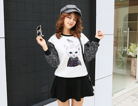 เสื้อกันหนาวแฟชั่นเกาหลี แขนยาว ลำตัวสีขาวพิมพ์ลายแมวน่ารักๆ