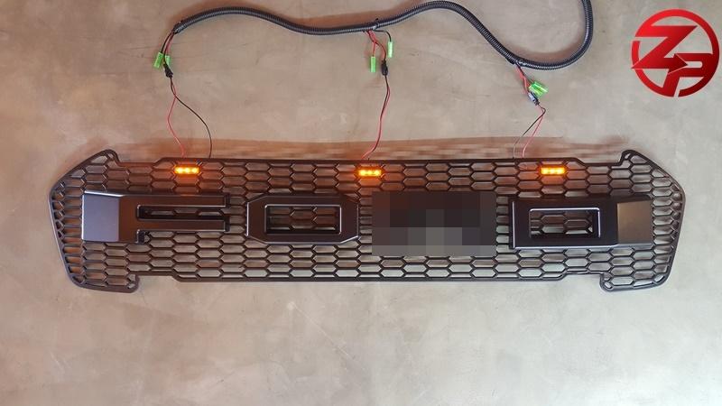 กระจังหน้า ตัวอักษรสีดำ มีไฟหรี่ LED