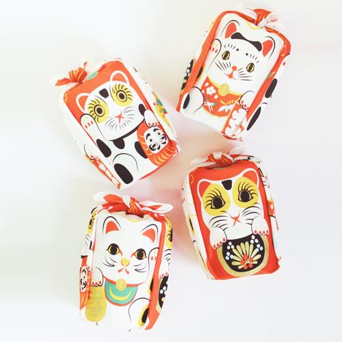 ผ้าห่อเบนโตะ Furoshiki ลาย Cat Beckoning
