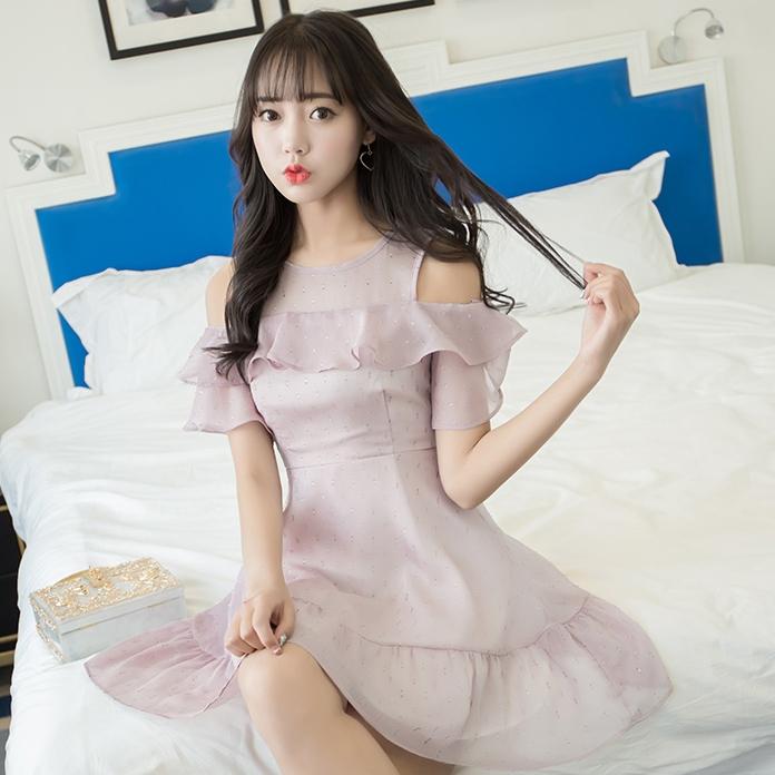 ชุดเดรสสั้นสีม่วง เว้าไหล่ แต่งระบาย สวย น่ารัก แฟชั่นเกาหลี เหมาะสำหรับใส่ออกงาน ใส่ไปงานแต่งงาน