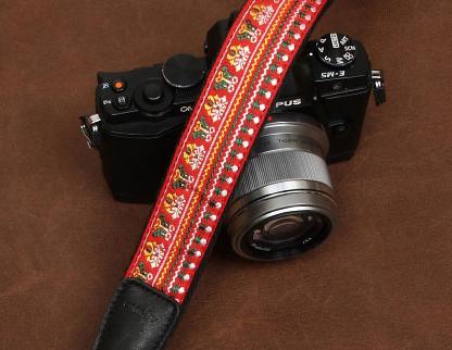 สายคล้องกล้องเก๋ๆ cam-in Mountain Peak สีโทนแดง