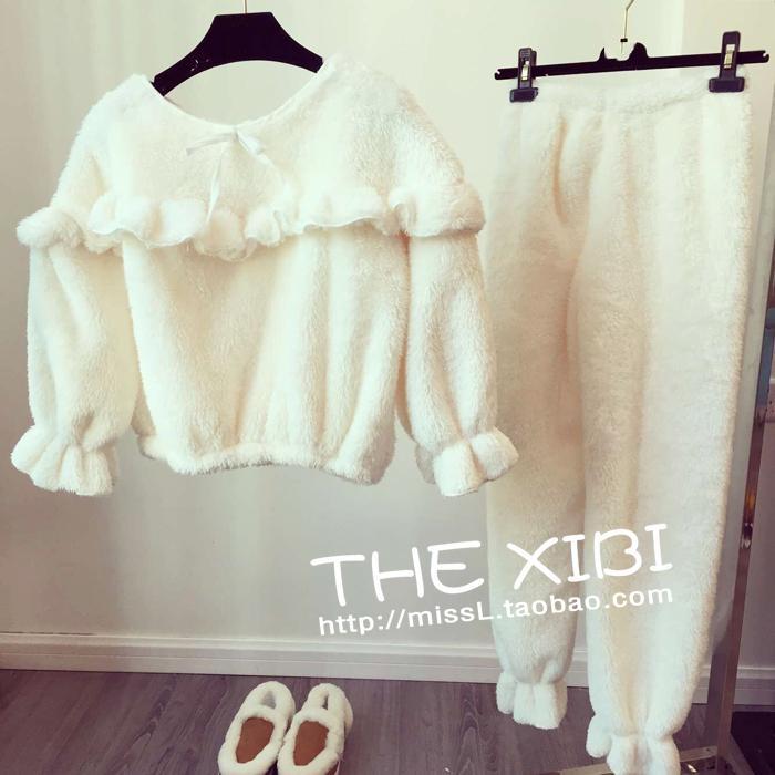 ชุดนอน เสื้อแขนยาว + กางเกงขายาว ผ้าขนสัตว์เทียม สีขาว