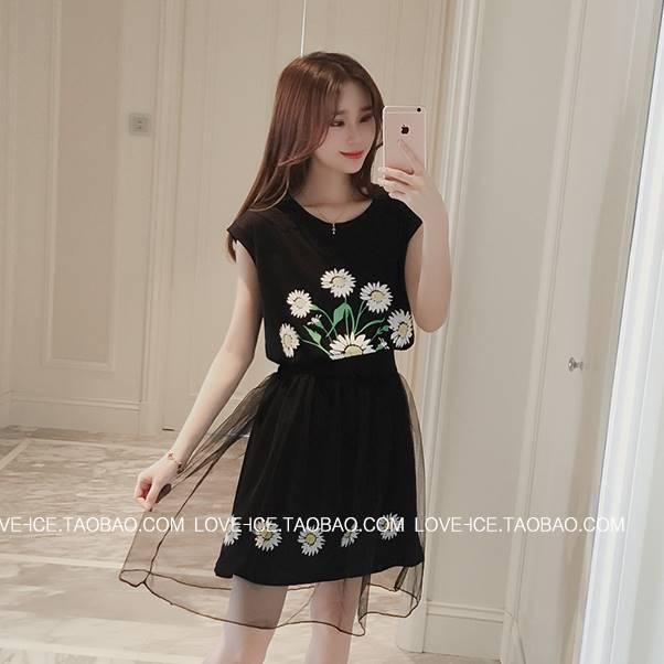 (ภาพจริง)ชุด 2 ชิ้น เดรสแฟชั่น คอกลม แขนกุด ลายดอกไม้ สีดำ + กระโปรงผ้าไนล่อนสีดำ