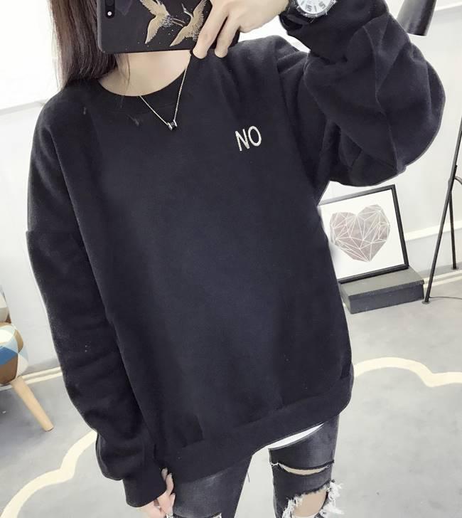เสื้อแฟชั่น คอกลม แขนยาว ลายอักษร NO สีพื้น สีดำ